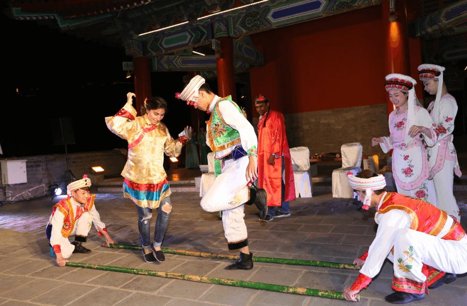china-dancing